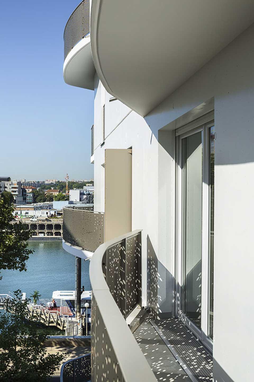 Balcon bord de l'eau